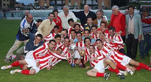 I calciatori del Rende con la Coppa Italia di Prima Categoria.
